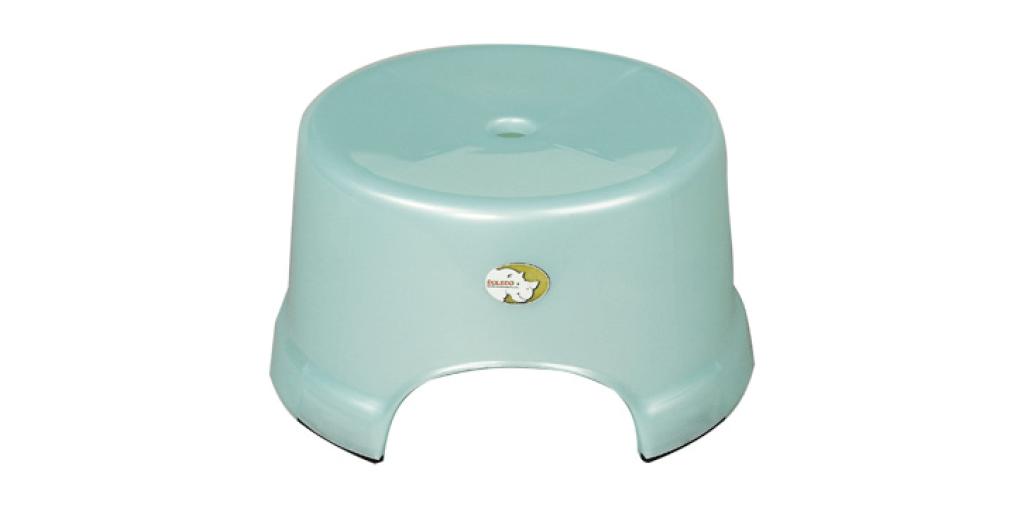 小丸椅 Stool Item No. 02002 Size. W276xD255xH149 mm Color. 紅、藍、綠 *椅面寬,舒適好坐,且符合人體工學設計 *止滑設計 附加PVC止滑底套讓您使用更安心