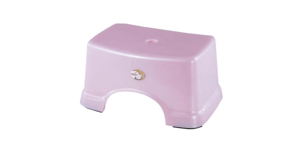 兒童小方椅 Stool Item No. 02004 Size. W308xD210xH152 mm Color. 紅、藍、綠 *椅面寬,舒適好坐,且符合人體工學設計 *止滑設計 附加PVC止滑底套讓您使用更安心