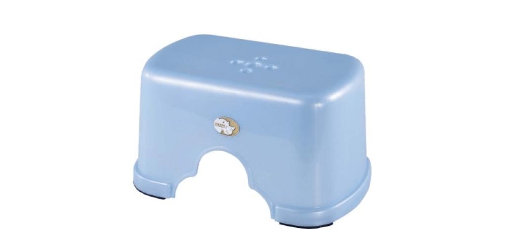 五福小方椅 Stool Item No. 02005 Size. W302xD198xH158 mm Color. 紅、藍、綠 *椅面寬,舒適好坐,且符合人體工學設計 *止滑設計 附加PVC止滑底套讓您使用更安心