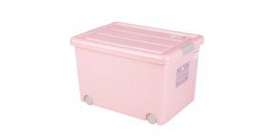 穌活整理箱(附輪)-50L Storage Box- with Roller Item NO. 03001(50L) Size. W550xD410xH340mm Color. 紅、藍 *附輪 底層附加活動輪,方便移動 *超大空間且內部平坦 可充分使用空間,放置物品零死角