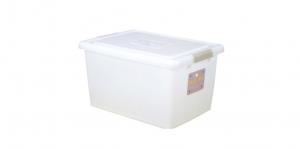 穌活整理箱(外引式防蟲盒) Storage Box- with Roller Item NO. 03003-1(43L) Size. W550xD400xH300mm *貼心設計 外引式防蟲盒,亦可做防潮盒使用 *超大容量且內部平坦,可充份使用空間,放置物品零死角