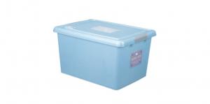 穌活整理箱(附輪及外引式防蟲盒) Storage Box- with Roller Item NO. 03003(43L) Size. W550xD400xH300mm Color. 紅、藍 *貼心設計 外引式防蟲盒,亦可做防潮盒使用 *附輪 底層附加活動輪,方便移動