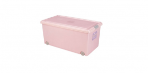 穌活整理箱(附輪及內藏式防蟲盒) Storage Box- with Roller Item NO. 03005(74L) Size. W740xD410xH340mm Color. 紅、藍 *附輪 底層附加活動輪,方便移動 *貼心設計 內藏式防蟲盒,亦可做防潮盒使用