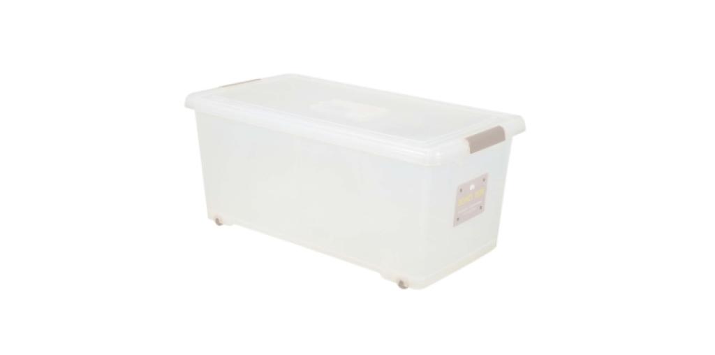 穌活整理箱(附輪及外引式防蟲盒) Storage Box- with Roller Item NO. 03010-1(66L) Size. W750xD400xH320mm *貼心設計 外引式防蟲盒,亦可做防潮盒使用 *附輪 底層附加活動輪,方便移動