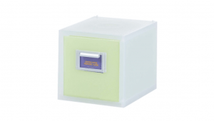 粉e彩妝盒1層-M型 Cosmetic Drawer(M)-1 Drawer Item NO. 05031 Size. W176xD240xH176mm *貼心設計 扣把部分附標示紙,分類方便 *可作為文具小物收納之用