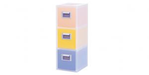 粉e彩妝盒3層-M型 Cosmetic Drawer(M)-3 Drawers Item NO. 05033 Size. W176xD240xH507mm *貼心設計 扣把部分附標示紙,分類方便 *可作為文具小物收納之用