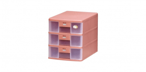 卡合三層公文櫃 A4 Drawer Cabinet- 3 Drawers Item NO. 203 Size. W250xD342xH286mm Color. 紅、藍、綠 *卡榫設計 抽屜不滑落,便於收藏資料 *可收納A4公文、文具等小物