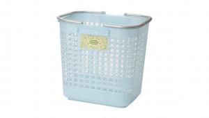 日式洗衣籃 Laundry Basket Item No. JP2081 Size. W415xD320xH395 mm Color. 紅、藍、綠 *貼心設計 把手設計手提好便利 *造型高雅大方,精緻生活的好幫手