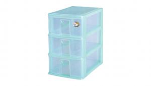三層置物架-小三層 Storage Cabinet -3 Drawers Item NO. CD03 Size. W185xD265xH285mm Color. 紅、藍、綠 *拉環設計 把手拉環設計,易拉好開 *可收納信件、卡片及帳單 *透明抽屜,資料清晰可見