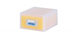 粉e彩妝盒1層-S型 Cosmetic Drawer(S)-1 Drawer Item NO. ED01 Size. W145xD200xH88mm *貼心設計 扣把部分附標示紙,分類方便 *可作為文具小物收納之用