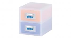 粉e彩妝盒2層-S型 Cosmetic Drawer(S)-2 Drawers Item NO. ED02 Size. W145xD200xH164mm *貼心設計 扣把部分附標示紙,分類方便 *可作為文具小物收納之用