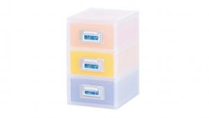 粉e彩妝盒3層-S型 Cosmetic Drawer(S)-3 Drawers Item NO. ED03 Size. W145xD200xH240mm *貼心設計 扣把部分附標示紙,分類方便 *可作為文具小物收納之用