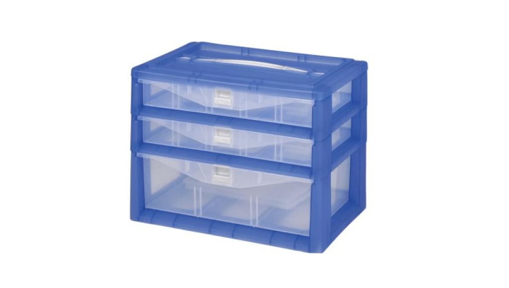 紅螞蟻手提置物盒-三層 Carry Accessories Box- 3 Layers Item NO. KD120 Size. W295xD200xH220mm *卡榫設計 抽屜不滑落,便於收藏物品 *隔板設計 空間使用更具靈活輕巧,可隨個人喜好放置不同的小物及零件